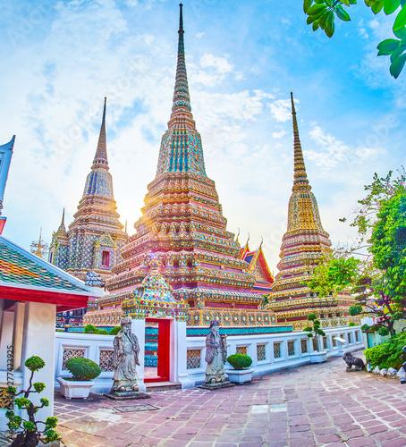 Canvas Print The pagodas of Wat Pho in the evening light, Bangkok, Thailand