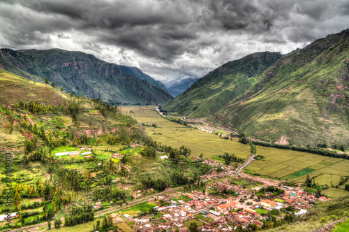 Photo Aerial Landscape panoramic view to Urubamba river and sacred valley from Taray v