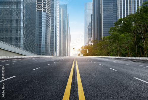 Murais de parede empty highway with cityscape and skyline of shenzhen,China