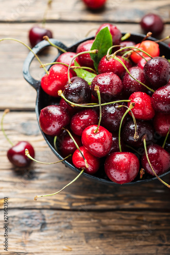 Sweet fresh cherry Fotobehang