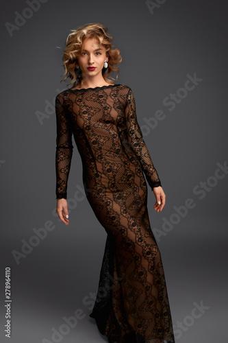 Carta da parati Sensual female in long evening dress