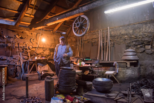 Fotografia portrait of confident senior blacksmith