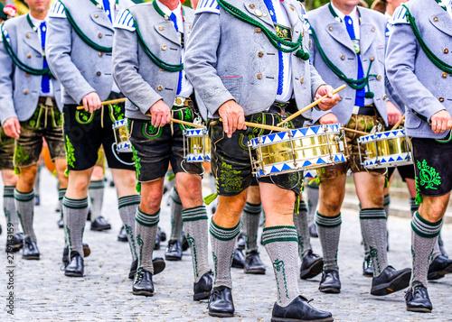 Tableau sur Toile typical bavarian brass band