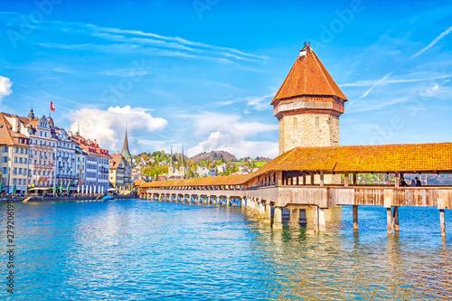Fototapeta Ancient covered wooden Chapel Bridge Kapellbrucke and Water Tower Wasserturm in