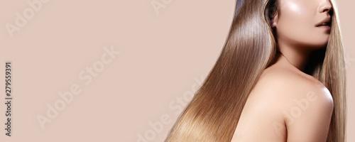 Valokuva Beautiful Woman with Straight Shiny Hair