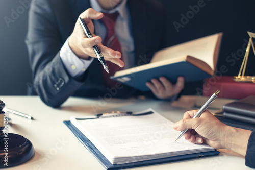 Tableau sur Toile Businessman and lawyer discuss the contract document