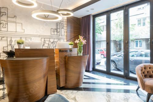 Carta da parati Interior of a modern luxury hotel reception