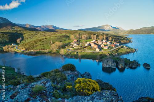 Alba de los Cardaños y embalse de camporredondo en la provincia de Palencia, Castilla y Leon, España.