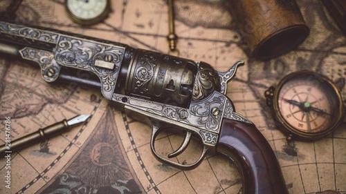 Obraz na płótnie Vintage Pistol Gun And Compass