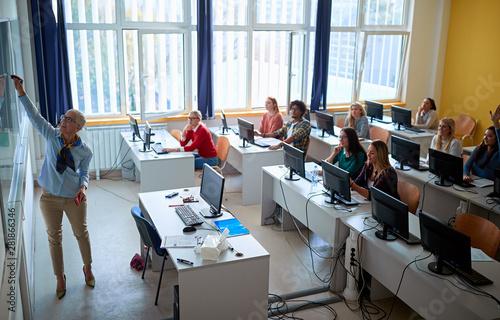 Obraz na płótnie lecturer on class with students giving presentation on university
