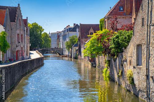 Fototapeta premium Piękne miasto Brugia (Brugge) stare miasto w Belgii, Europa