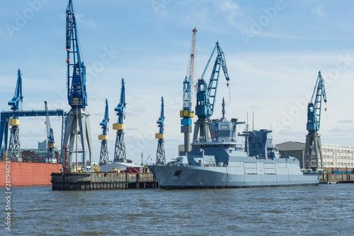 Stampa su Tela Marineschiff in der Werft Schiffbau Rüstungsexport