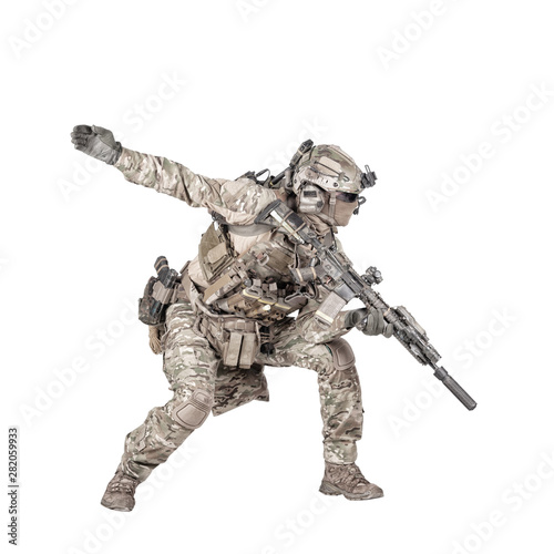 Army soldier going in attack isolated studio shoot Fototapet