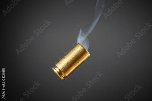 Fotografiet smoking bullet casing tumbling