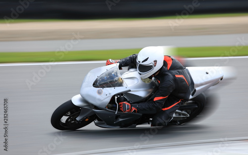 Fotografia Racing bike rider on the race track