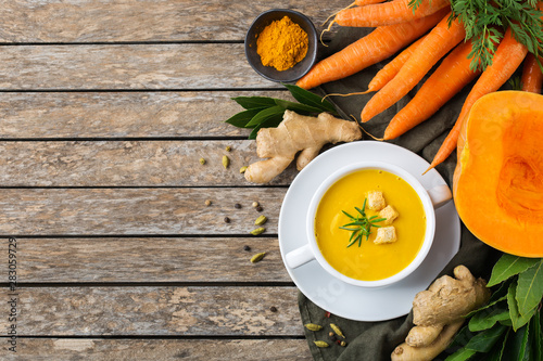 Seasonal spicy fall autumn creamy pumpkin and carrot soup Fototapete