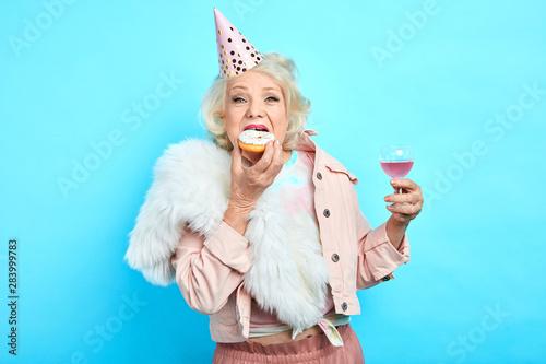 Obraz na plátne glamour crazy funny grandmother in stylish clothes celebrating her anniversary alone
