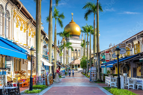 Fototapeta street view of singapore with Masjid Sultan