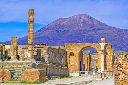 Canvas Print Pompeii, ancient Roman city in Italy, Vesuvius volcano in background