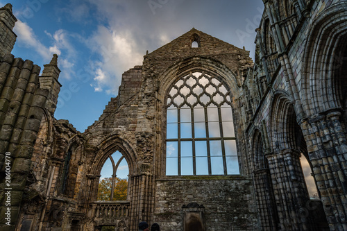 The ruins of Holyrood Abbey still stand tall silhouetted by blue sky and fluffy Fototapeta