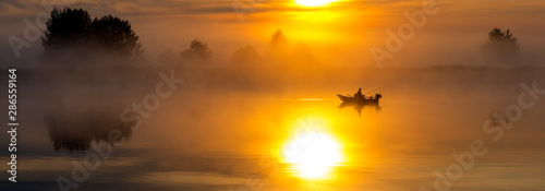 Foto Sunrise with the mist above a river, sport fishing at dawn, colorful summer land
