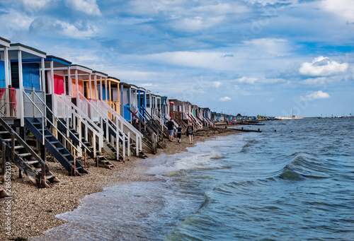 Платно Landscape of Southend on sea with traditional wooden huts on the beach in Essex