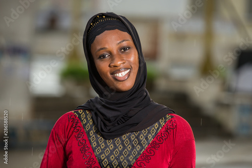 Photo close-up of young muslim woman , happy.