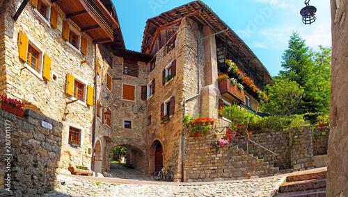 Fotografía Canale di Tenno - beautiful medieval village in Italy, near the lake Lago di Gar