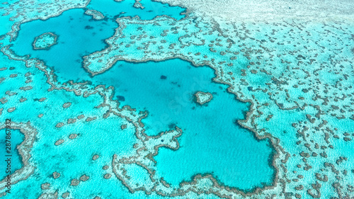 Photo Aerial view of Great Barrier Reef in Whitsunday's Queensland Australia, famous love heart reef
