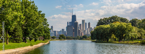 Stampa su Tela Panoramic view of Lincoln Park and the Chicago skyline.