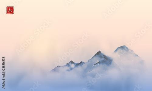 Fotografia Far mountains over the dense fog and sunrise