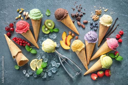 Valokuva Various varieties of ice cream in cones