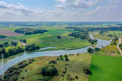 Fotografia Drone Shot - River Through Farmland Waterloo Ontario
