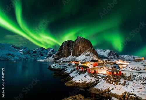 Fotografia Aurora borealis over Hamnoy in Norway