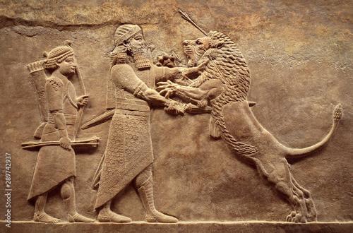 Fotografía Assyrian relief of royal lion hunt, Babylonian and Sumerian art