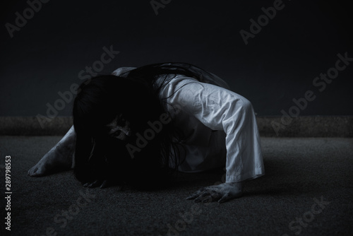Fotografie, Tablou Woman ghost horror creepy her is crawling,