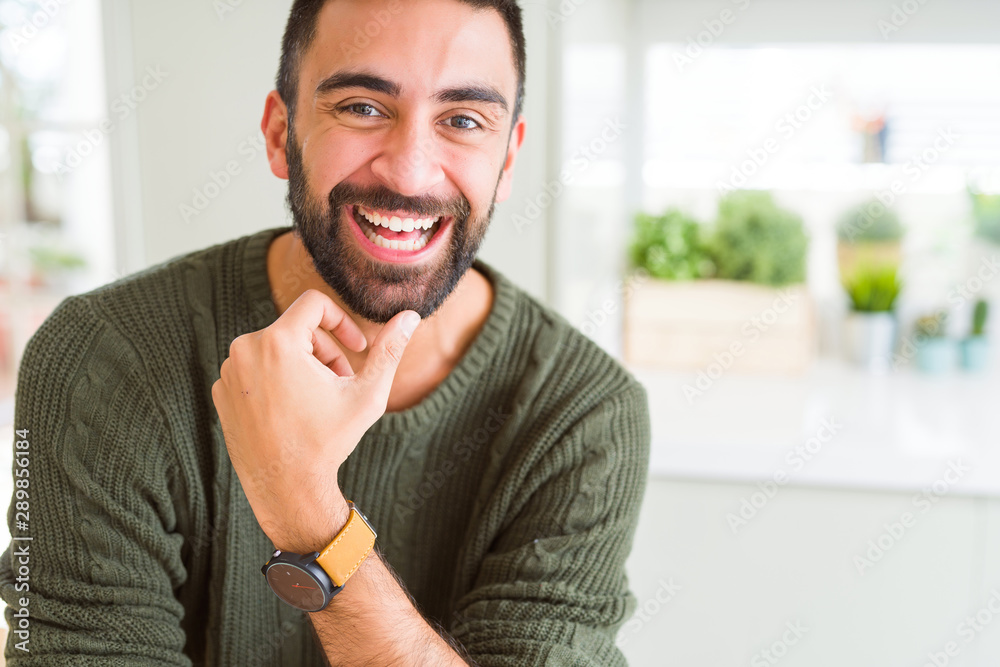Handsome man smiling cheerful with a big smile on face showing teeth, positive and happy expression <span>plik: #289856184   autor: Krakenimages.com</span>