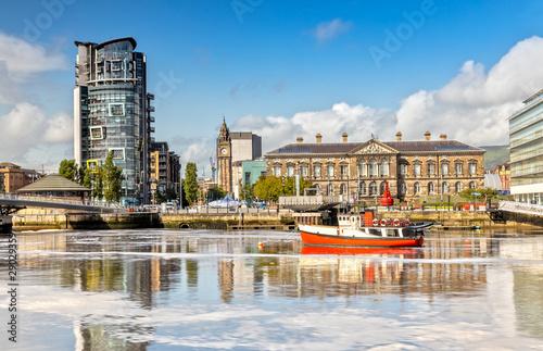 Slika na platnu The Custom House and Lagan River in Belfast, Northern Ireland
