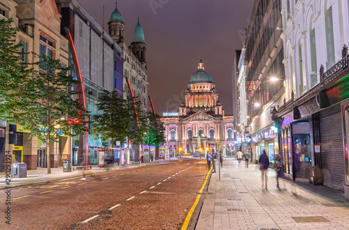 Stampa su Tela The Belfast City Hall at Donegall Square in Belfast, Northern Ireland at Night
