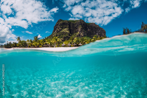 Obraz na plátně Tropical crystal ocean with Le Morne mountain and luxury beach in Mauritius