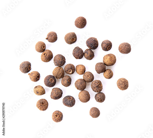Fotografia Allspice berries (also called Jamaican pepper or newspice) over white background