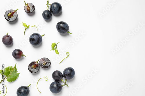 Canvas-taulu Fresh ripe juicy grapes on white background, top view