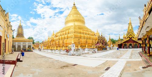 Fotografia golden pagoda of shwedagon at yangon, myanmar