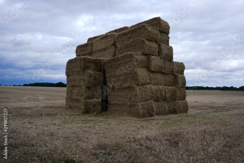 Large stack of hay bales in east anglia, uk Fototapet