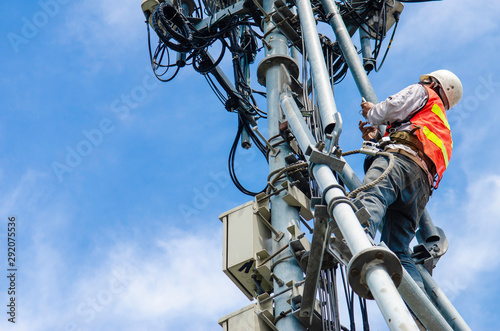 Stampa su Tela technician working on high telecommunication tower,worker wear Personal Protection Equipment for working high risk work,inspect and maintenance equipment on high tower