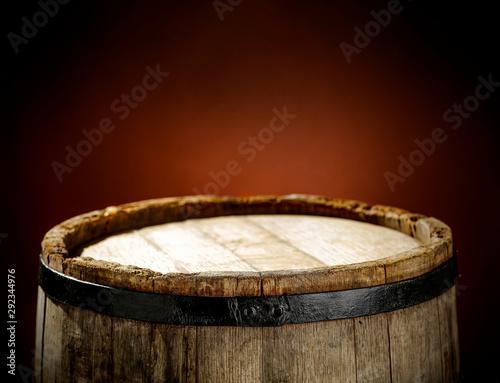 Fotografia Wooden old retro barrel and mood brown blurred background