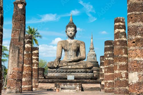 Fototapeta Sukhothai, Thailand - Apr 08 2018: Wat Mahathat in Sukhothai Historical Park, Sukhothai, Thailand
