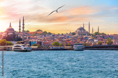 Foto The Suleymaniye Mosque and the Rustem Pasha Mosque, view from the Bosphorus, Ist