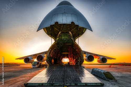 Slika na platnu antonov an-124 on the ground with wide open freight room