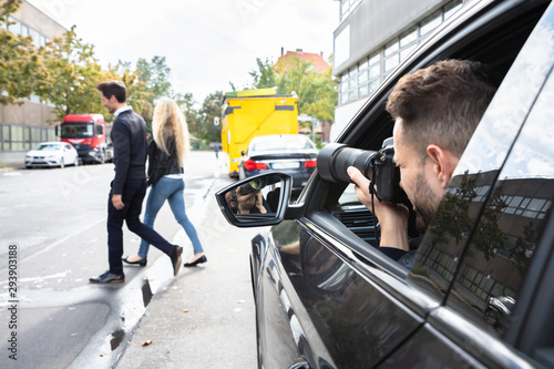 Foto Private Detective Taking Photos Of Man And Woman